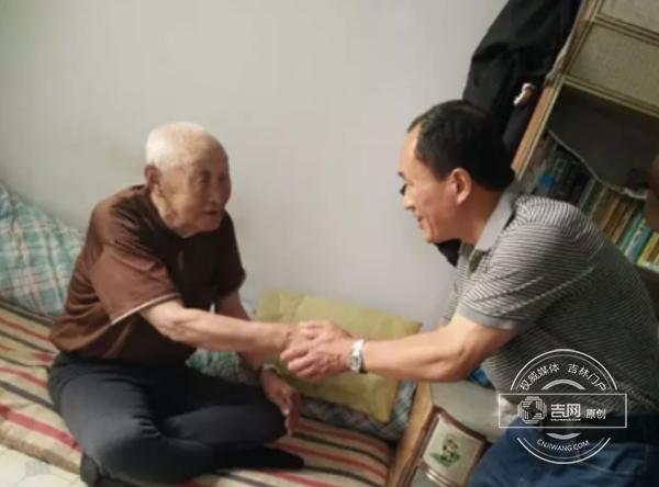 """珲春市教育局开展""""七一""""慰问贫困党员活动"""
