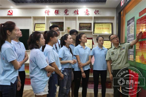 大学生志愿者零距离体验军旅生活