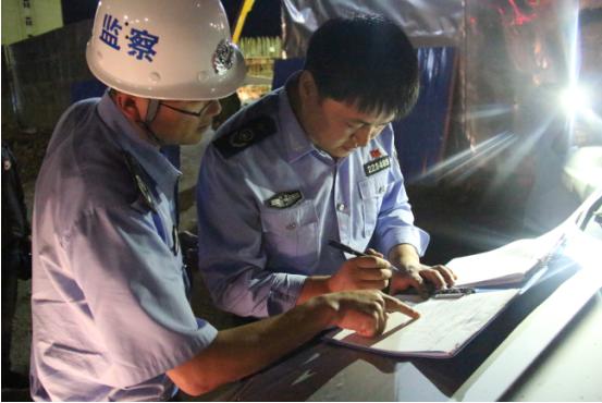 珲春市环保局夜查噪声护航高考